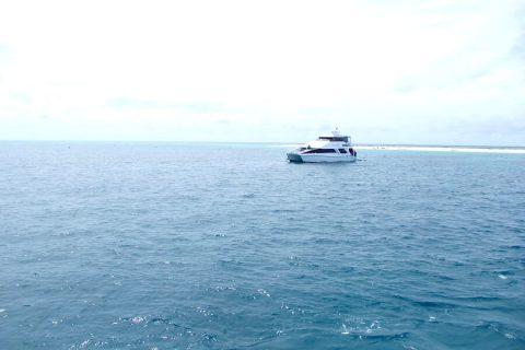 海の上に浮かぶ船