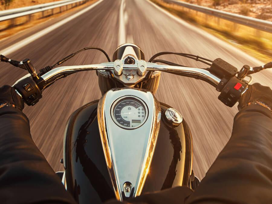 バイクを持つハンドル姿勢